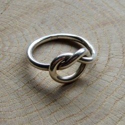 Zilveren ring knoop