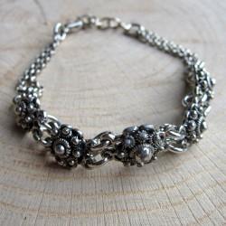 Zilverkleurig armbandje zeeuwse knopjes